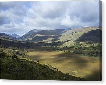 Canvas Print featuring the photograph Ring Of Dingle by Hugh Smith
