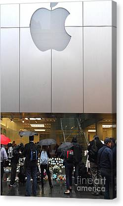 Steve Jobs Memorial Canvas Print - Rip Steve Jobs . October 5 2011 . San Francisco Apple Store Memorial 7dimg8567 by Wingsdomain Art and Photography