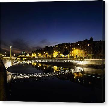 River Liffey, Millenium Footbridge At Canvas Print by The Irish Image Collection