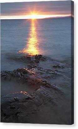 Rocky Shoreline Of Lake Superior At Canvas Print by Susan Dykstra