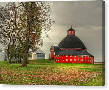 Round Barn Of Ohio Canvas Print by Pamela Baker