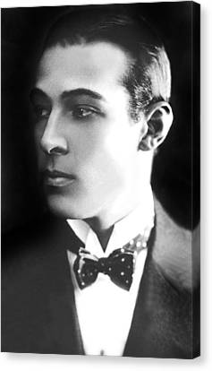Rudolph Valentino, Ca 1921 Canvas Print by Everett