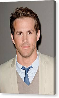 Ryan Reynolds At Arrivals For The Canvas Print