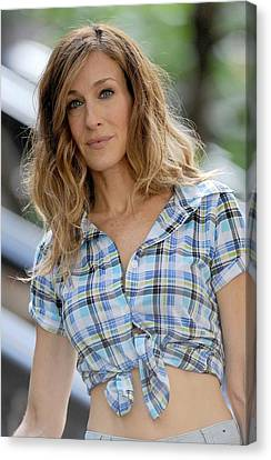 Sarah Jessica Parker On Location Canvas Print by Everett