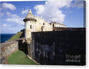 Sentry Post On The Wall In San Cristobal Fort Canvas Print by George Oze