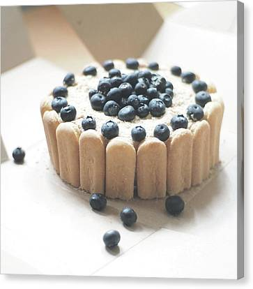 Serradura Birthday Cake Canvas Print by Daisy*