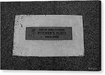 Shea Stadium Pitchers Mound In Black And White Canvas Print by Rob Hans