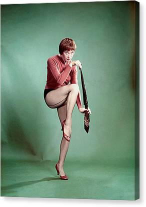Shirley Maclaine, 1958 Canvas Print by Everett
