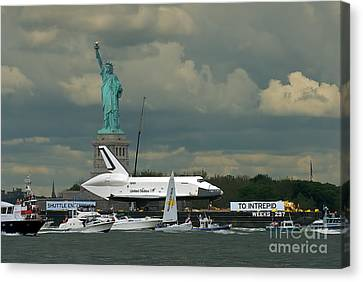Shuttle Enterprise 3 Canvas Print by Tom Callan