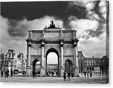 Sightseeing At Louvre Canvas Print by Elena Elisseeva