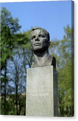 Soviet Monument To Yuri Gagarin Canvas Print by Detlev Van Ravenswaay