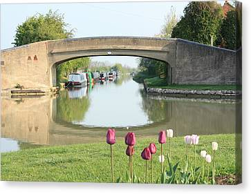 Spring On The Oxford Canal Canvas Print by Linsey Williams