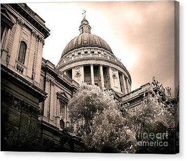 St. Paul's Cathedral Canvas Print by Thanh Tran