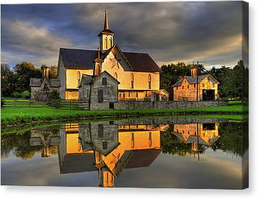 Canvas Print featuring the photograph Star Barn by Dan Myers