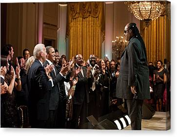 Stevie Wonder Receives A Standing Canvas Print
