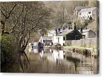 Stubbing Wharf On The Rochdale Canal Canvas Print by John Gaffen