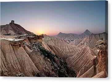 Sunset At Desert Canvas Print by Inigo Cia