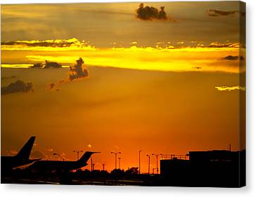 Sunset At Kci Canvas Print by Lisa Plymell