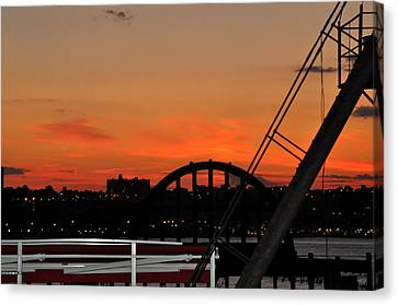 Canvas Print featuring the photograph Sunset From The High Line In New York City by Diane Lent