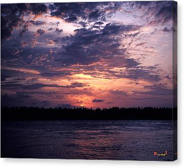 Canvas Print featuring the photograph Sunset Off Mallory Square 14s by Gerry Gantt