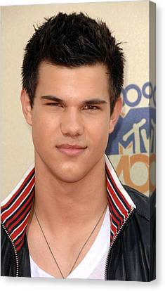 Taylor Lautner At Arrivals For 2009 Mtv Canvas Print by Everett
