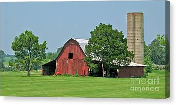 Canvas Print featuring the photograph Tennessee Barn by Val Miller