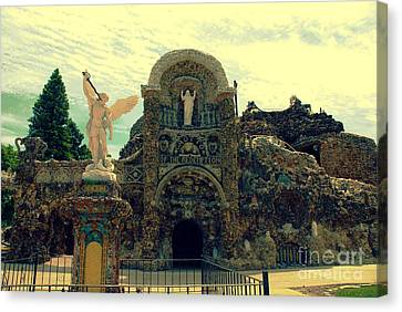The Grotto In Iowa Canvas Print by Susanne Van Hulst
