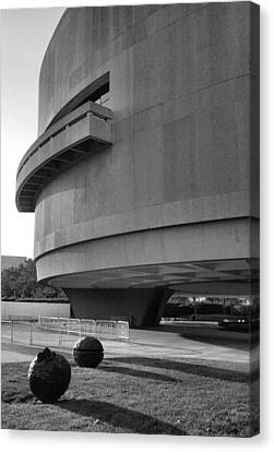 The Hirshhorn Museum I Canvas Print by Steven Ainsworth