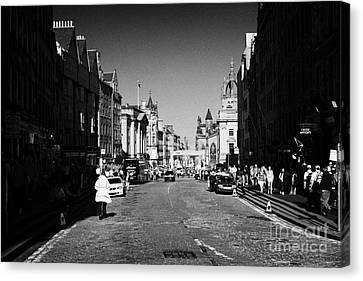 The Lawnmarket Top Of The Royal Mile In The Old Town Of Edinburgh Scotland Uk United Kingdom Canvas Print by Joe Fox