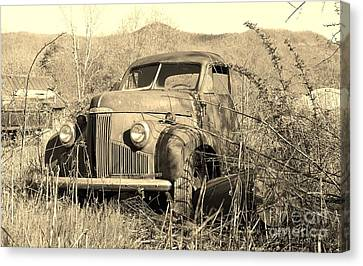 Canvas Print featuring the photograph The Ole Studebaker by Laurinda Bowling