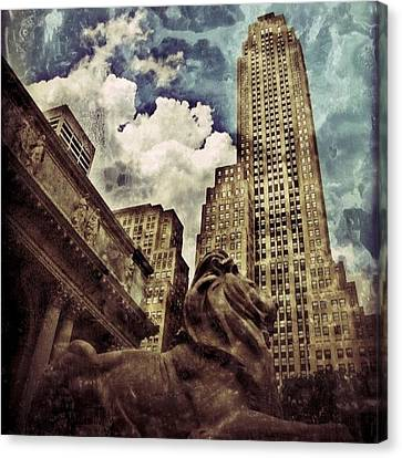 The Resting Lion - Nyc Canvas Print by Joel Lopez
