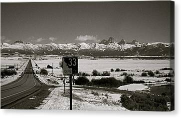 Canvas Print featuring the photograph The Road Home by Eric Tressler