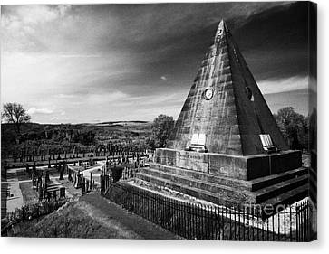 The Star Pyramid Near Valley Cemetery Stirling Scotland Uk Canvas Print by Joe Fox