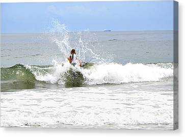 Canvas Print featuring the photograph Through The Waves by Maureen E Ritter