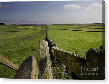 To Castleton Canvas Print by Darren Burroughs