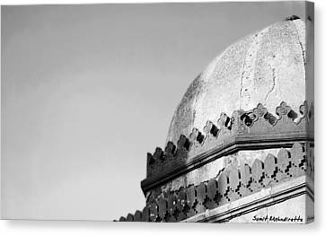 Tomb In India Canvas Print