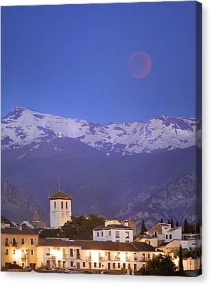 Total Lunar Eclipse Canvas Print by Guido Montanes Castillo
