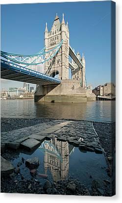 Tower Bridge2 Canvas Print by Johnnie Pakington