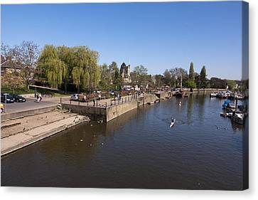 Canvas Print featuring the photograph Twickenham On Thames by Maj Seda