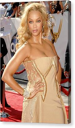 Tyra Banks Wearing A Georges Chakra Canvas Print by Everett