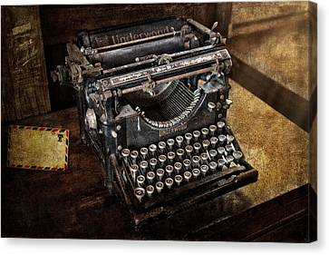 Underwood Typewriter Canvas Print by Susan Candelario