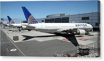 United Airlines Jet Airplane At San Francisco Sfo International Airport - 5d17112 Canvas Print by Wingsdomain Art and Photography