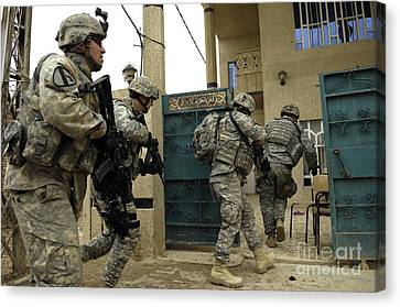 U.s. And Iraqi Army Soldiers Rushing Canvas Print by Stocktrek Images