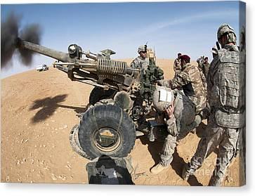 U.s. And Iraqi Artillerymen Train Canvas Print by Stocktrek Images