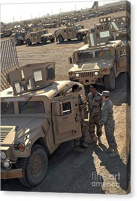 U.s. Army Soldier Speaks With Iraqi Canvas Print by Stocktrek Images