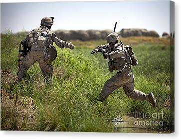 U.s. Navy Petty Officer Extends Canvas Print by Stocktrek Images