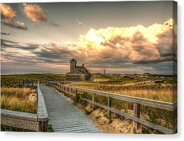 U.s. Rescue Station At Race Point Cap Cod Canvas Print by Linda Pulvermacher