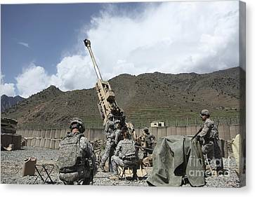 U.s. Soldiers Prepare To Fire Canvas Print by Stocktrek Images