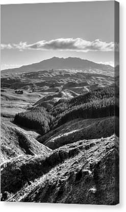 Valley View Canvas Print by Les Cunliffe
