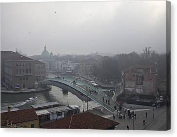 Canvas Print featuring the photograph Venice In Fog by Raffaella Lunelli